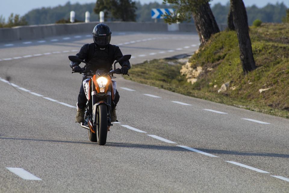 バイク 男性