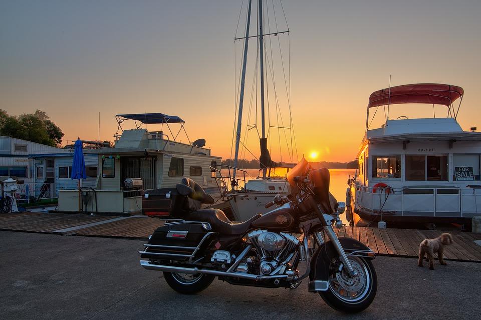 バイク オートバイ 船 海