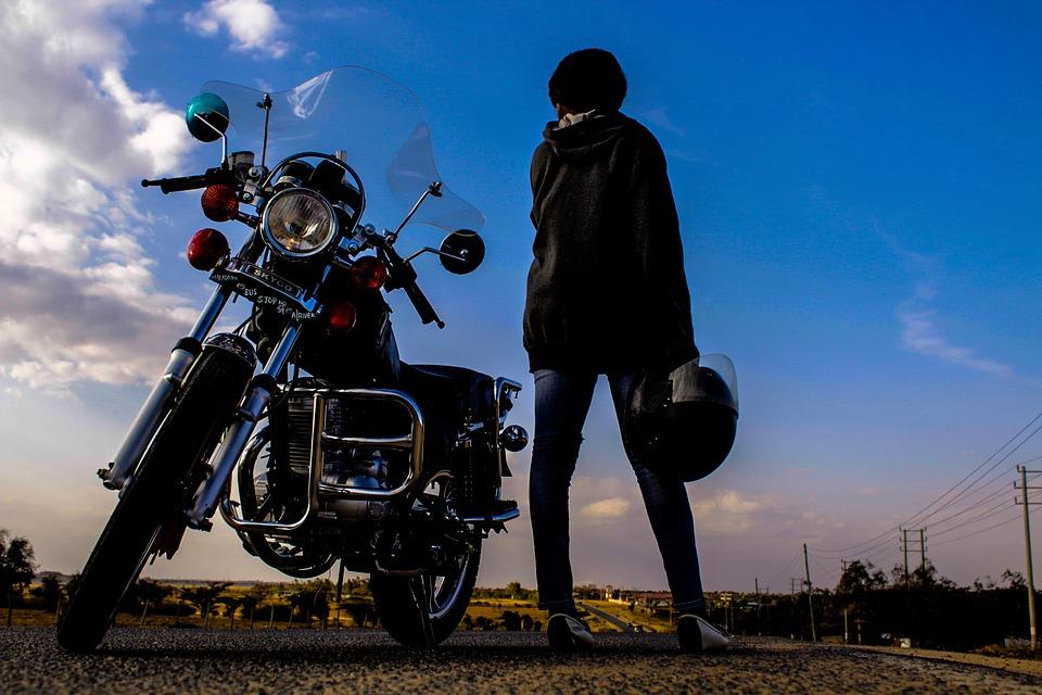 バイク 旅 女性 空 オートバイ 女の子