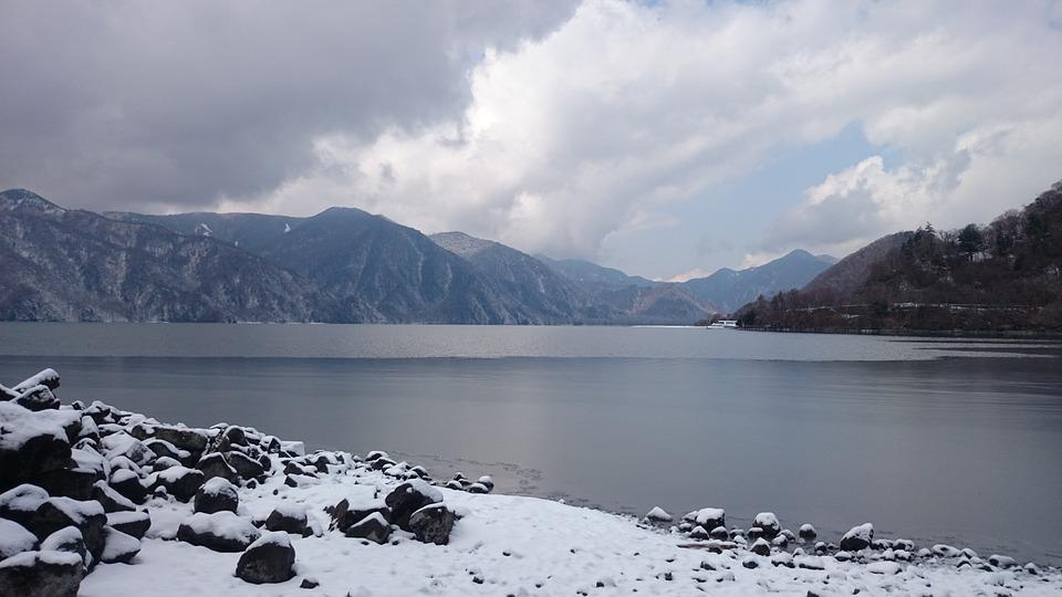 日本 栃木 湖 雪 中禅寺湖 3月 寒い 山 氷