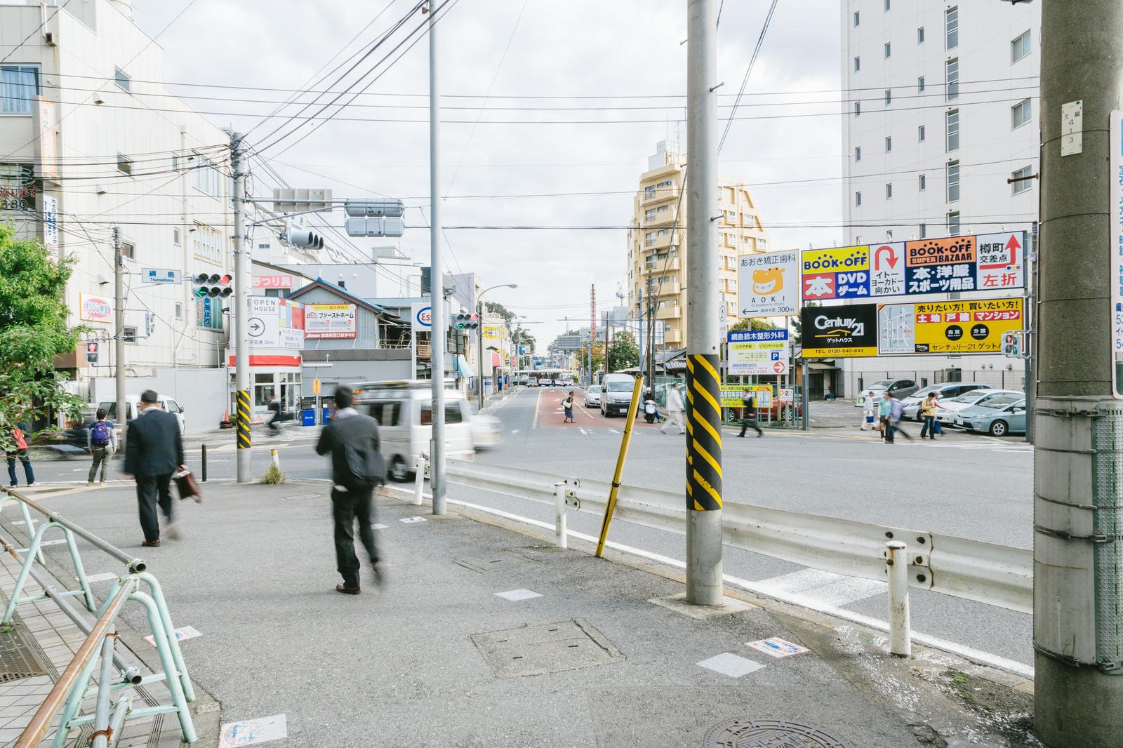 駅前の歩道