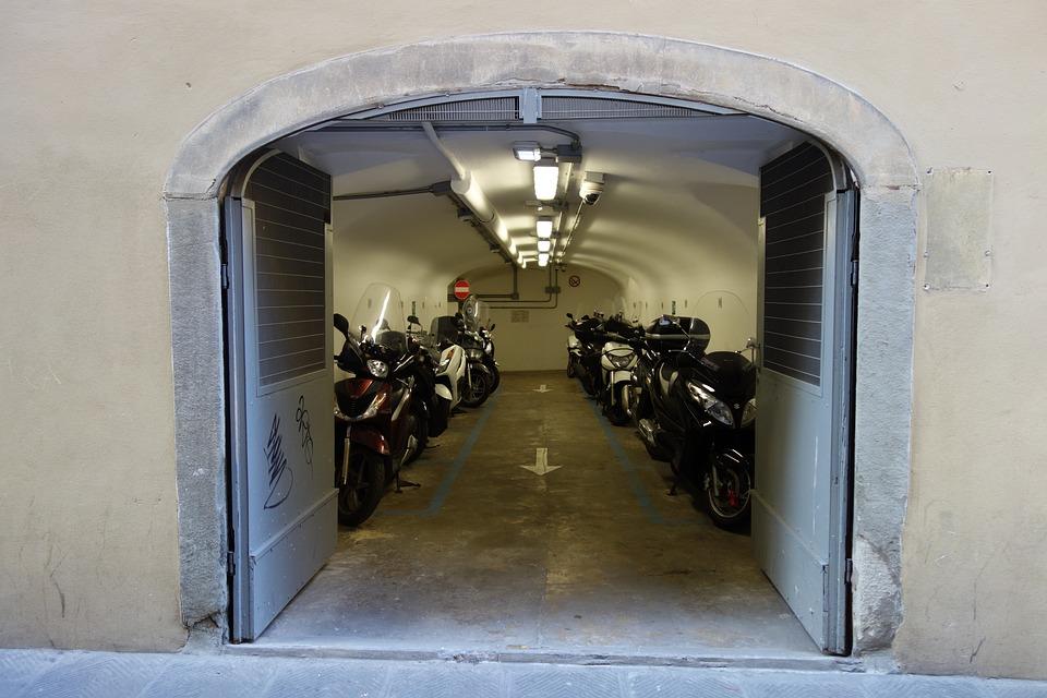 イタリア ガレージ フィレンツェ ヨーロッパ バイク オートバイ