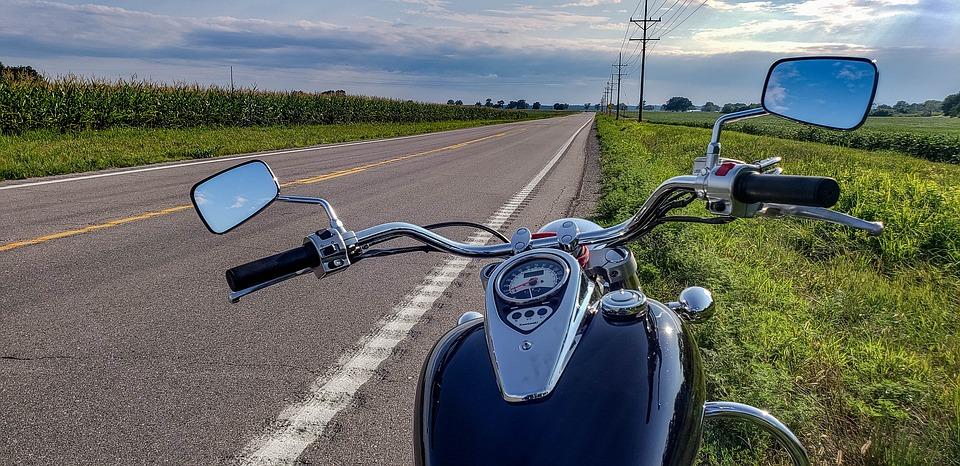 アメリカンバイク 道 オートバイ 自然