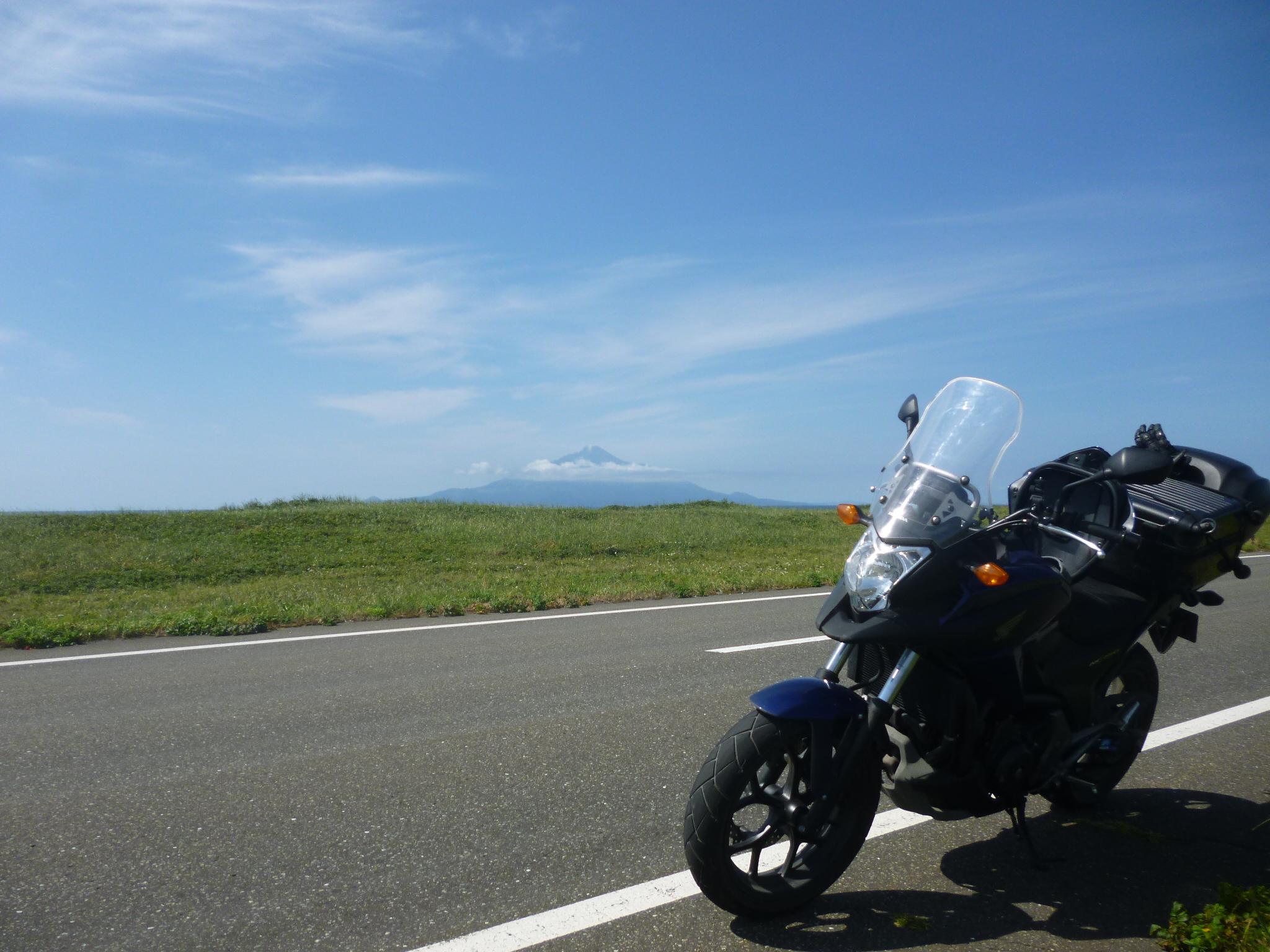 北海道 日本海オロロンライン NC750X ソロツーリング 道路 空 晴れ バイク