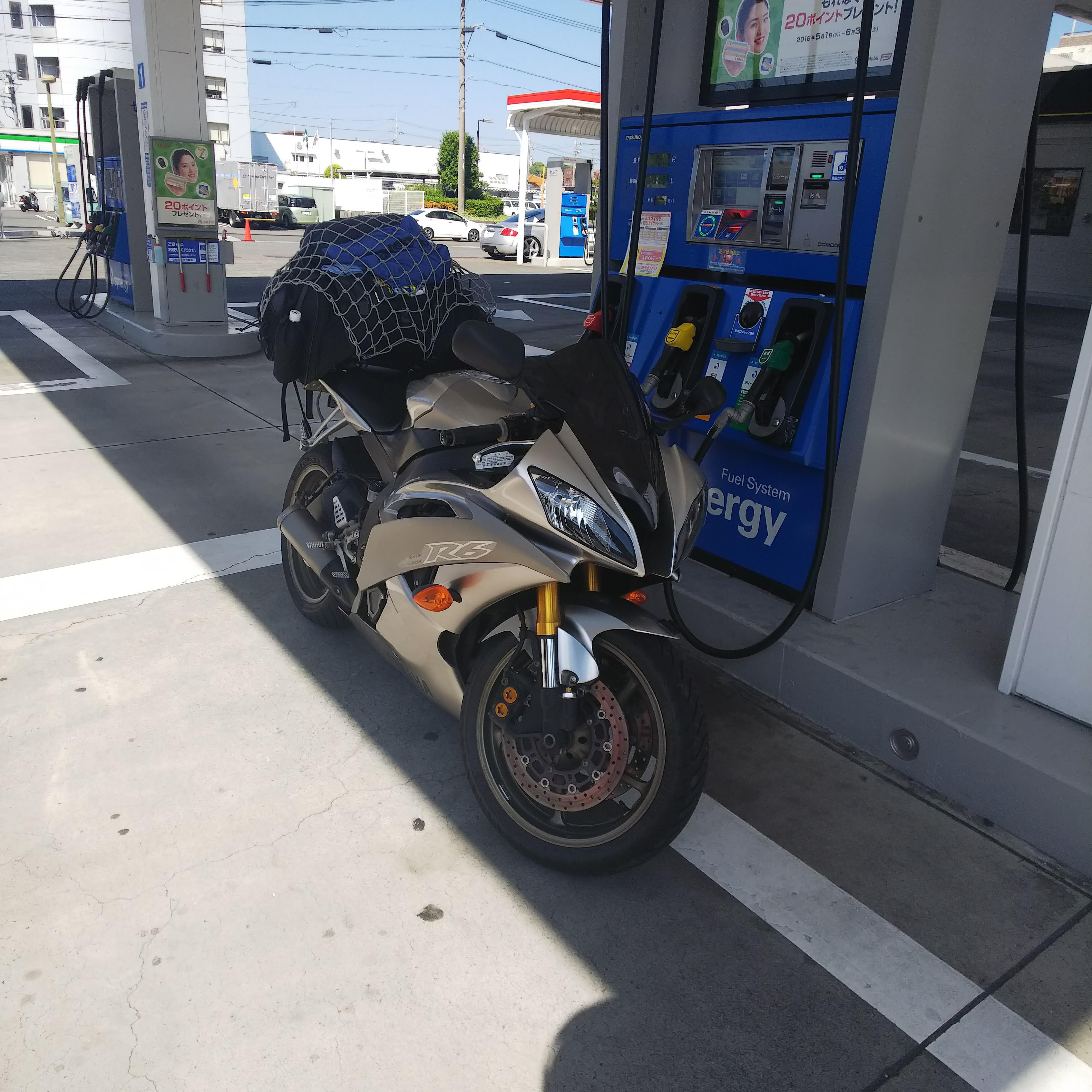 YZF-R6 ヤマハ ガソリンスタンド 給油